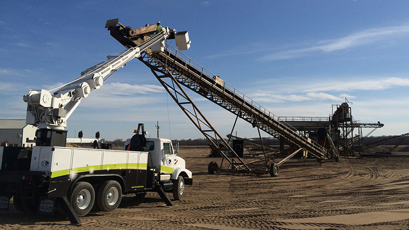 Our digger derrick truck can handle almost any task